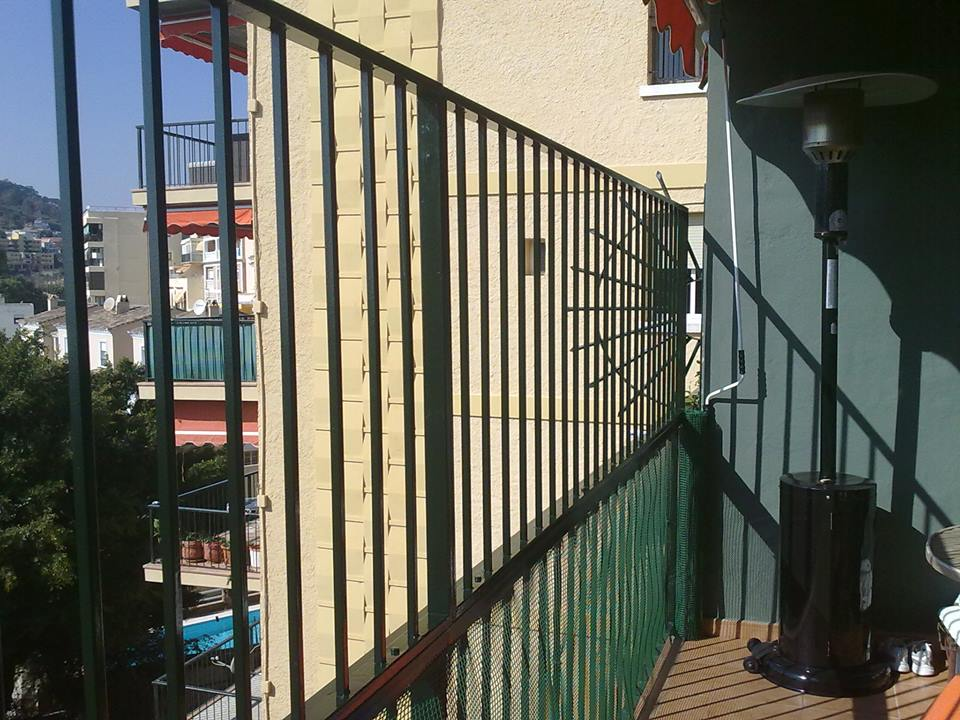 Valla de hierro grupos empresas - Carpinterias en malaga ...