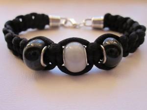 cosicas artesanales, pulsera negra y blanca